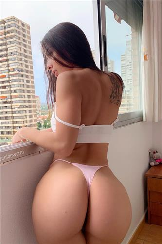 Chloe Warm Sexy Booty Pictures