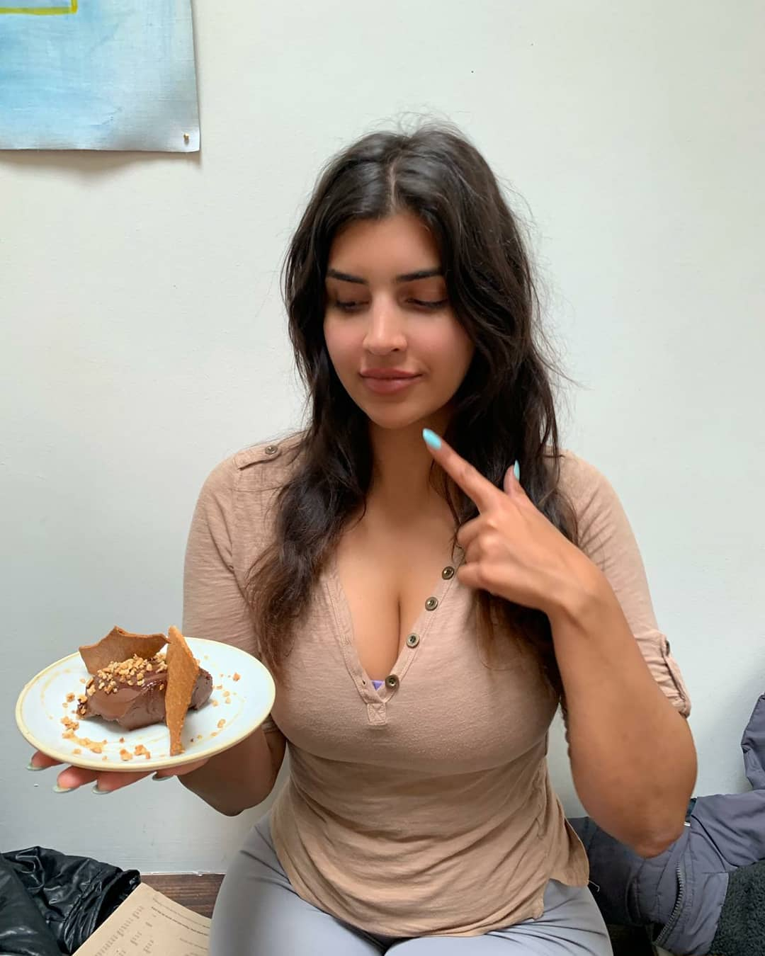Iraqi Beauty Chef Huge Boobs Pictures