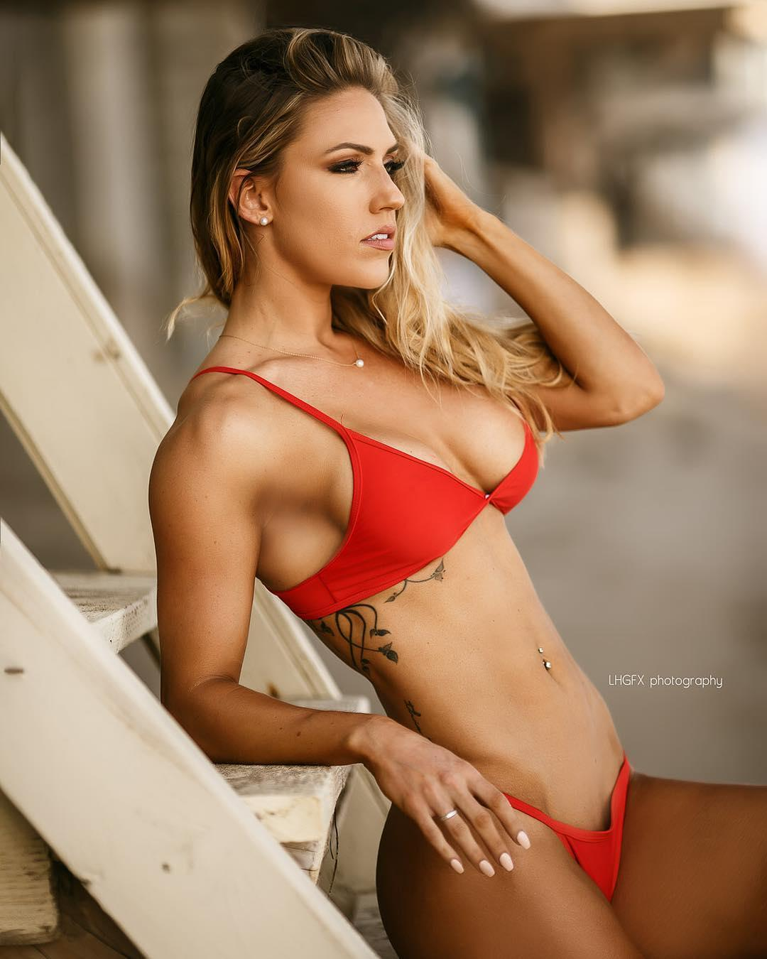 Courtney Gardner Muscles Sport Picture and Photo
