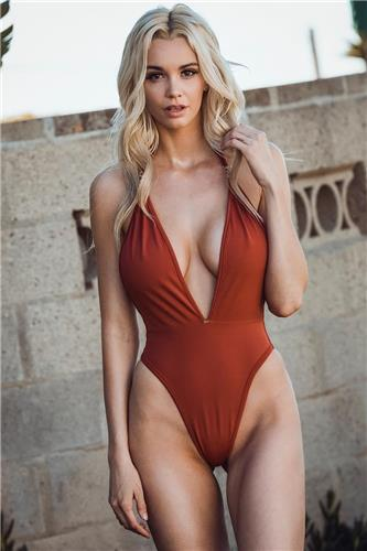 Caitlin Arnett Temperament Bikini Picture and Photo