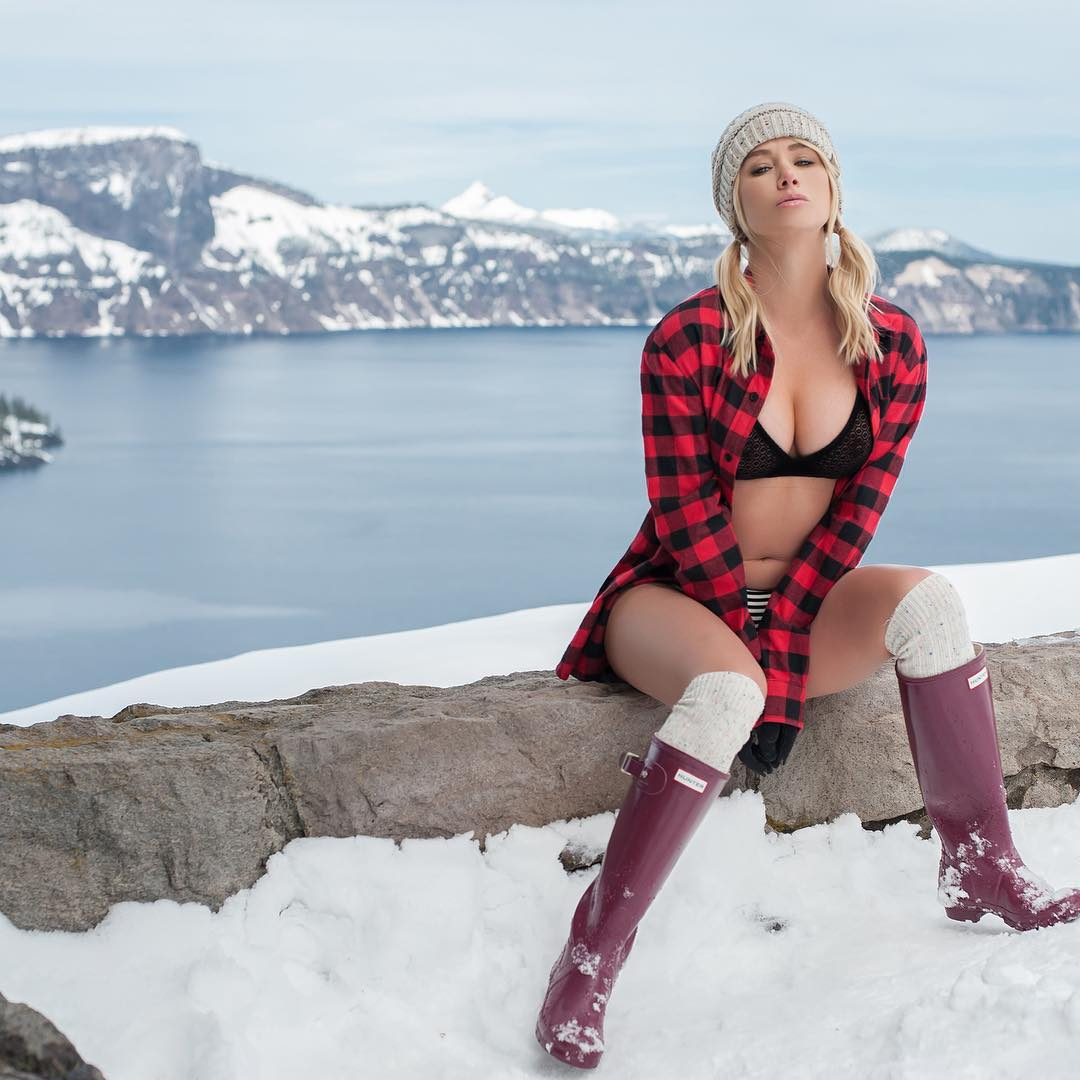 Sara Underwood Outdoor Forest Bikini Picture and Photo