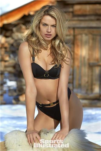 Hailey Clauson Sexy Bikini Picture and Photo