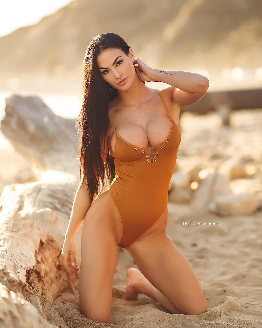 Katelyn Runck Wild Bikini Muscles Sport Picture and Photo