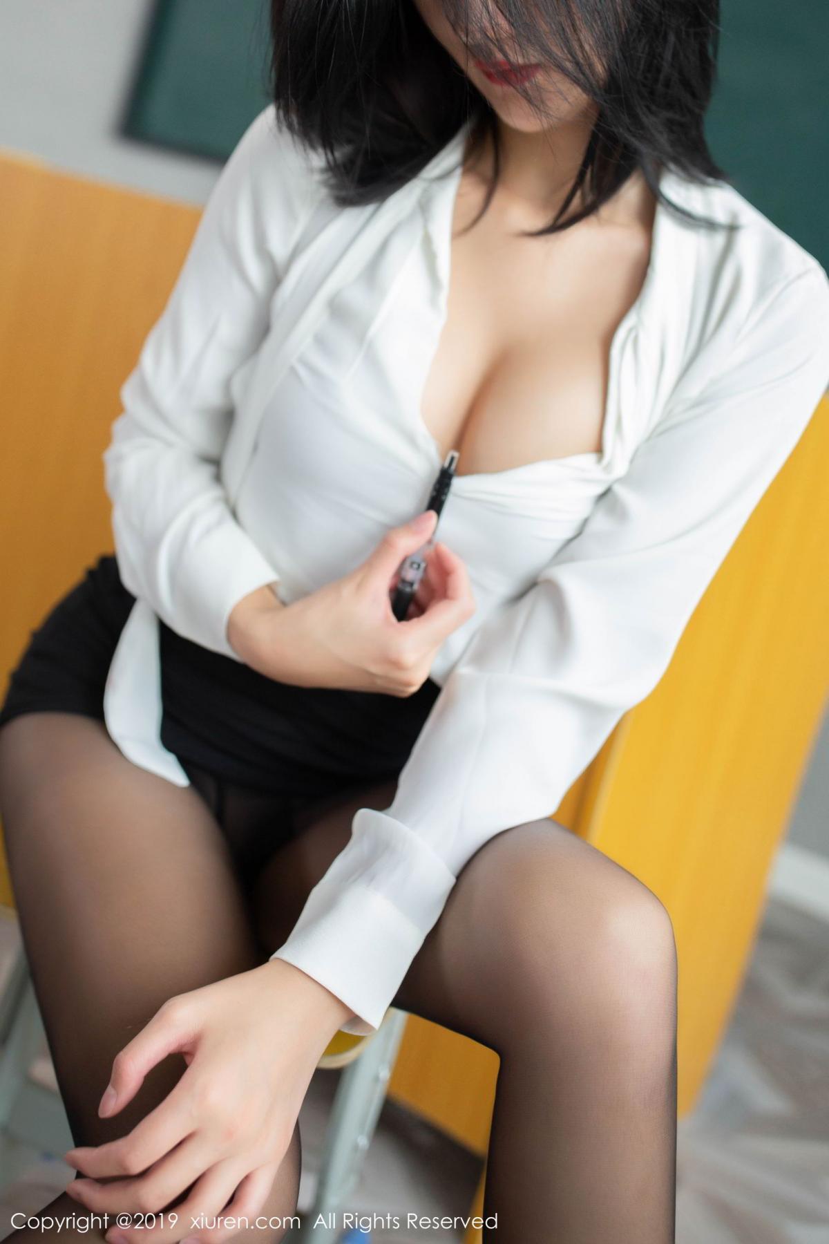 [XiuRen] Vol.2043 Jiu Shi A Zhu - Hotgirl.biz