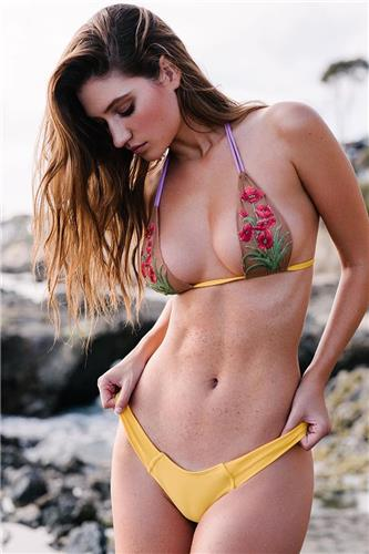 Elizabeth Elam Bikini Picture and Photo