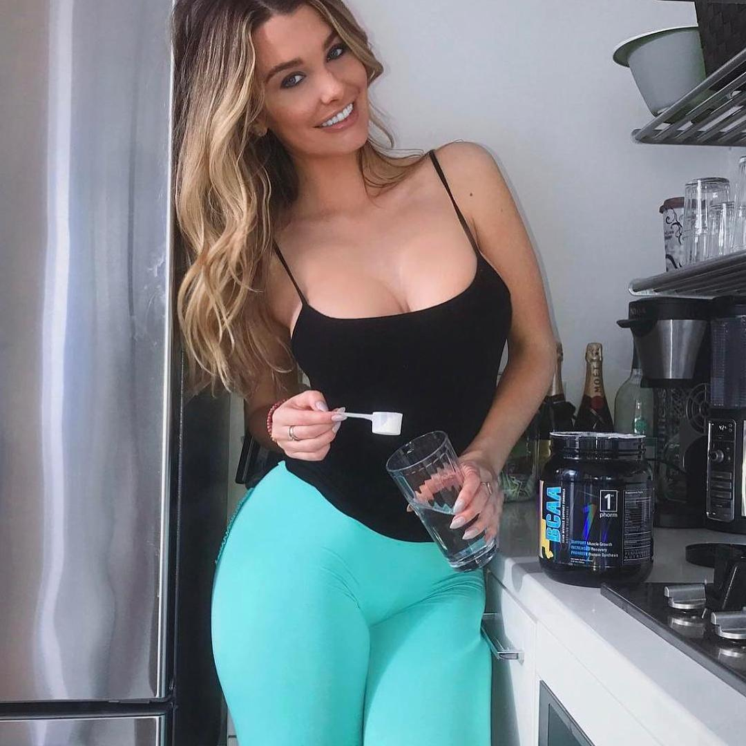 Emily Sears Big Boobs Big Booty Sport Picture and Photo