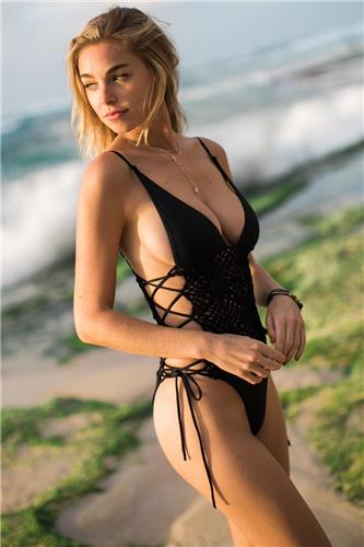Elizabeth Turner Bikini Picture and Photo