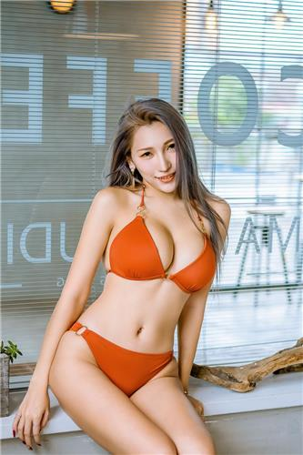 34G is hot! Taiwanese Girl Yun Yun Bikini photos