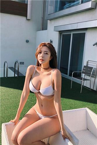 Korean girl Choi Somi has a very unscientific figure