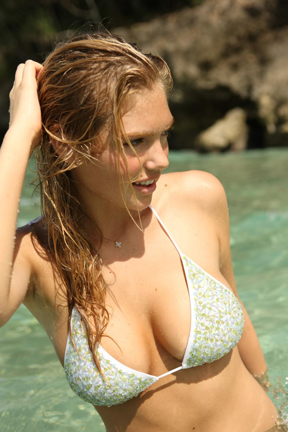 Kate Upton Big Boobs Sexy Bikini Picture and Photo