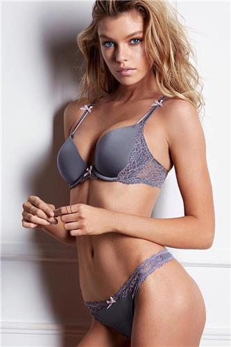 Stella Maxwell Sexy Picture and Photo