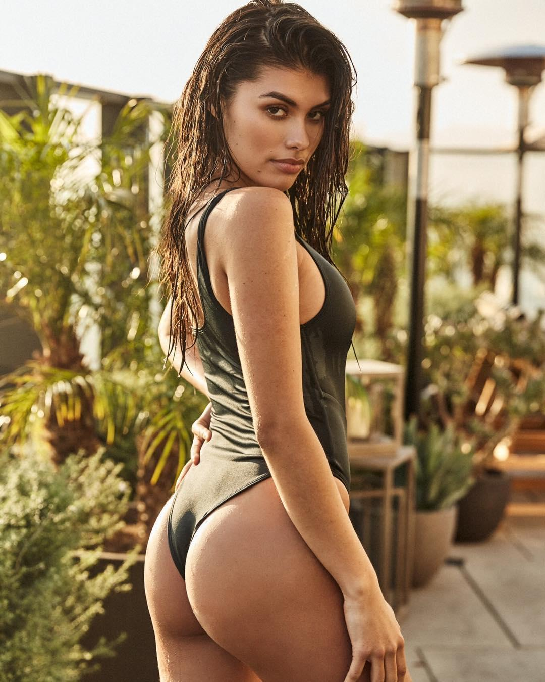 Sophia Gasca Sexy Wheat Skin Picture and Photo