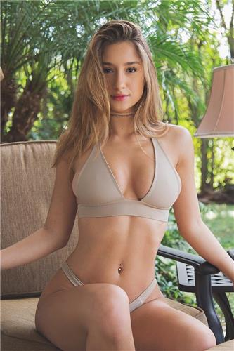Savannah Montano Pure Bikini Lovely Picture and Photo