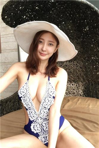 Cho Soo Ah Bikini Lovely Picture and Photo