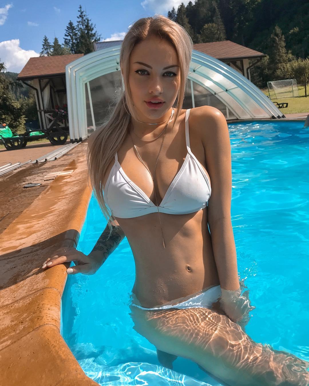 Koshel Ka Big Boobs Bikini Picture and Photo