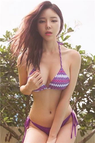 Lee Ye Lin  Bikini Picture and Photo