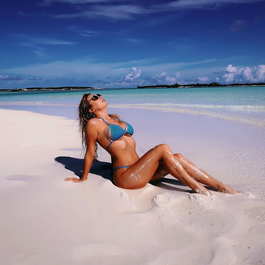 Natalia Starr Big Boobs Bikini Picture and Photo