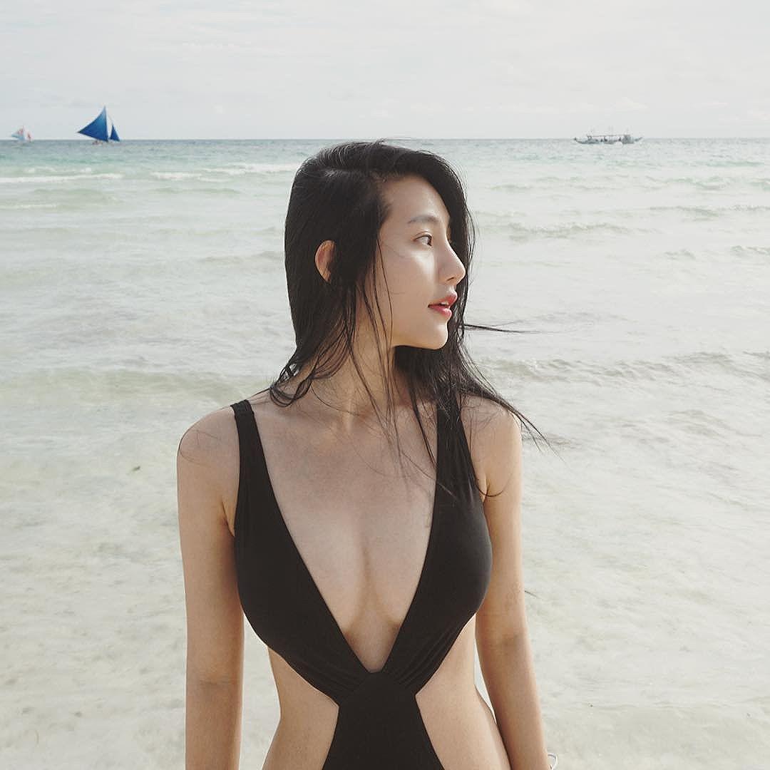 Katrina Low Bikini Picture and Photo