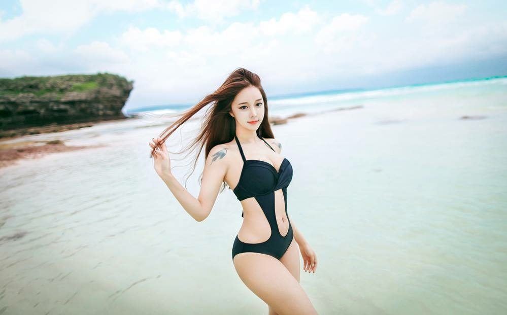 Cho Min Yeong Sexy Hot Bikini Picture and Photo